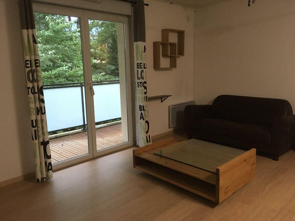 Appartement à louer 3 60m2 à Saint-Genis-Pouilly vignette-2