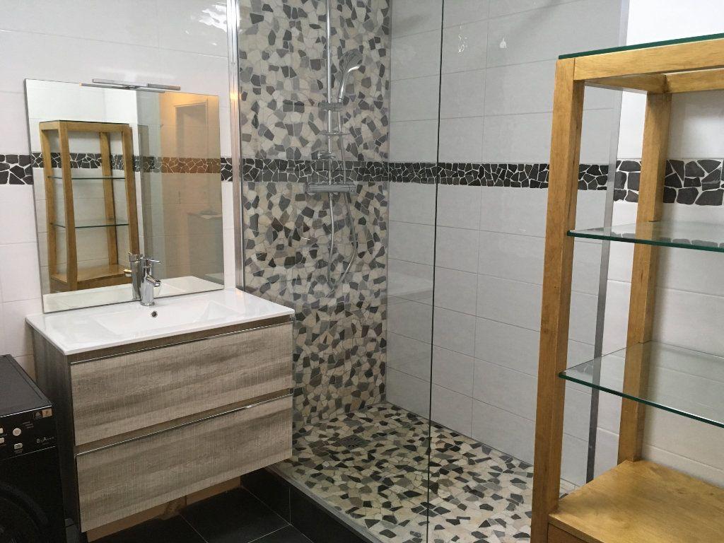 Appartement à louer 3 60m2 à Saint-Genis-Pouilly vignette-5