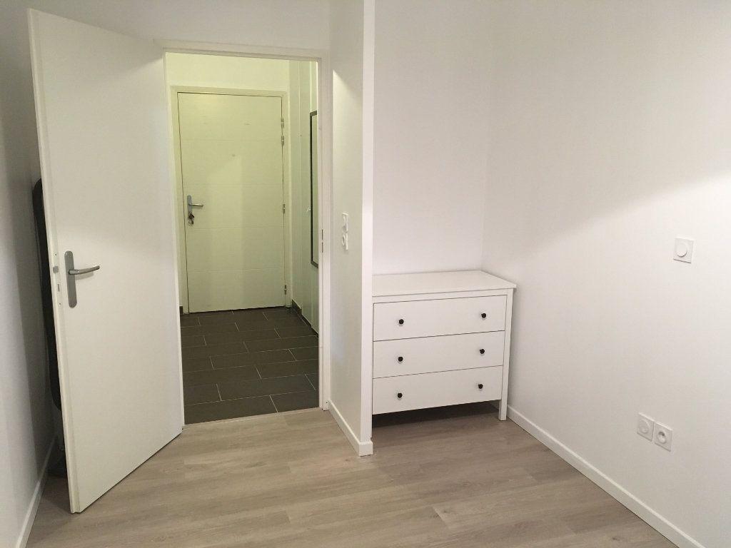 Appartement à louer 3 60m2 à Saint-Genis-Pouilly vignette-6