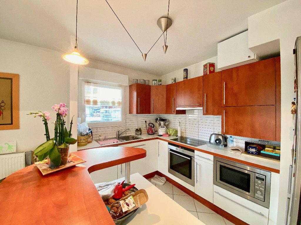 Appartement à vendre 3 81m2 à Annemasse vignette-4