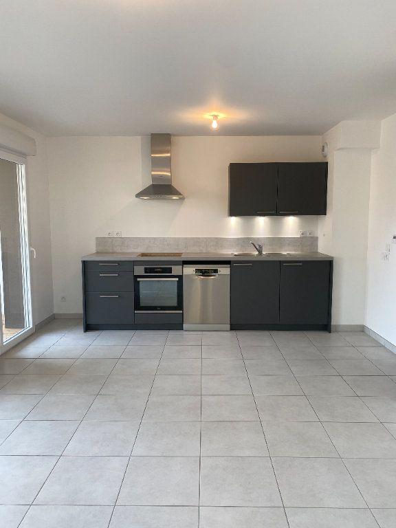 Appartement à louer 3 57.65m2 à Thonon-les-Bains vignette-2