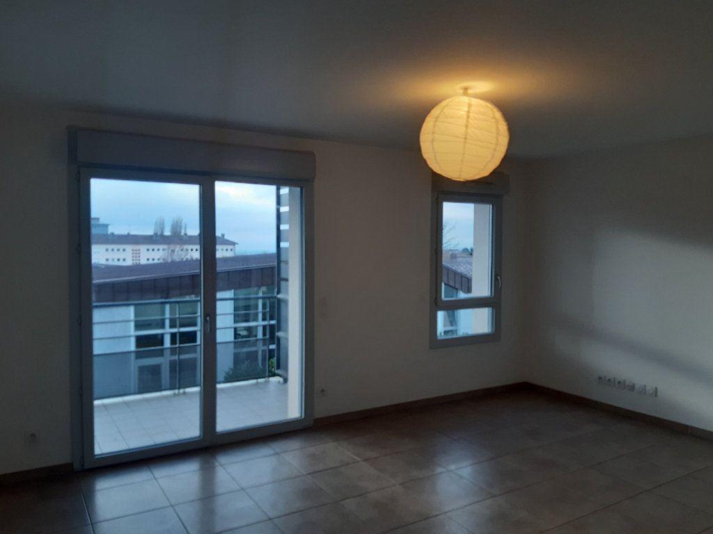 Appartement à louer 4 81.83m2 à Gex vignette-2
