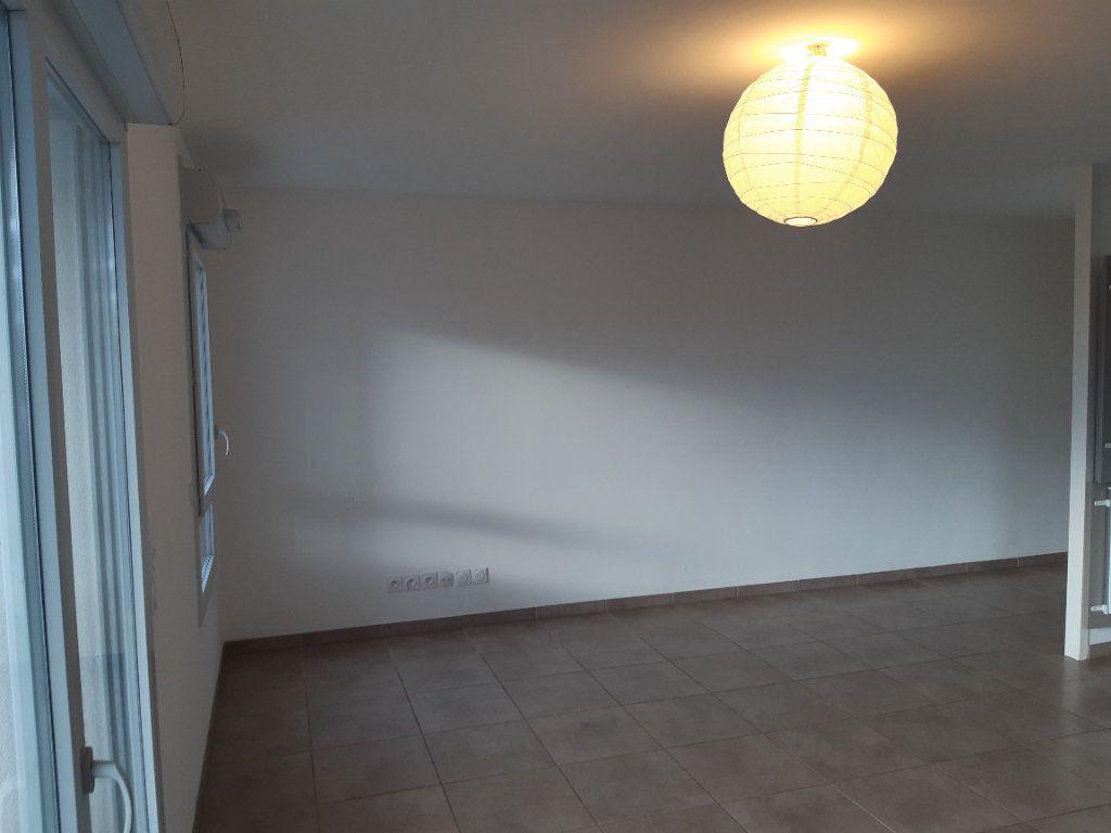 Appartement à louer 4 81.83m2 à Gex vignette-3