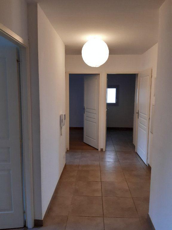 Appartement à louer 4 81.83m2 à Gex vignette-4
