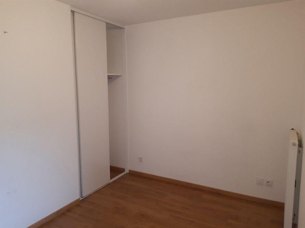 Appartement à louer 4 81.83m2 à Gex vignette-5