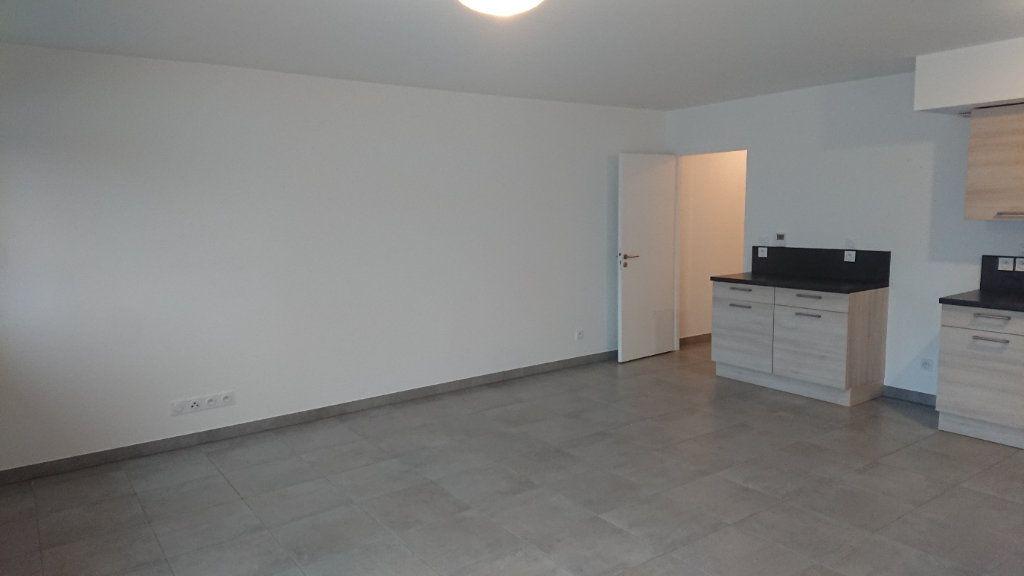 Appartement à louer 3 68.3m2 à Prévessin-Moëns vignette-3
