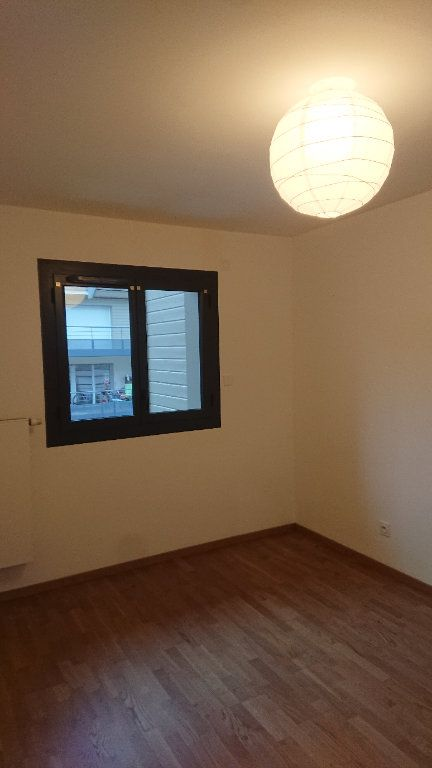 Appartement à louer 3 68.3m2 à Prévessin-Moëns vignette-7