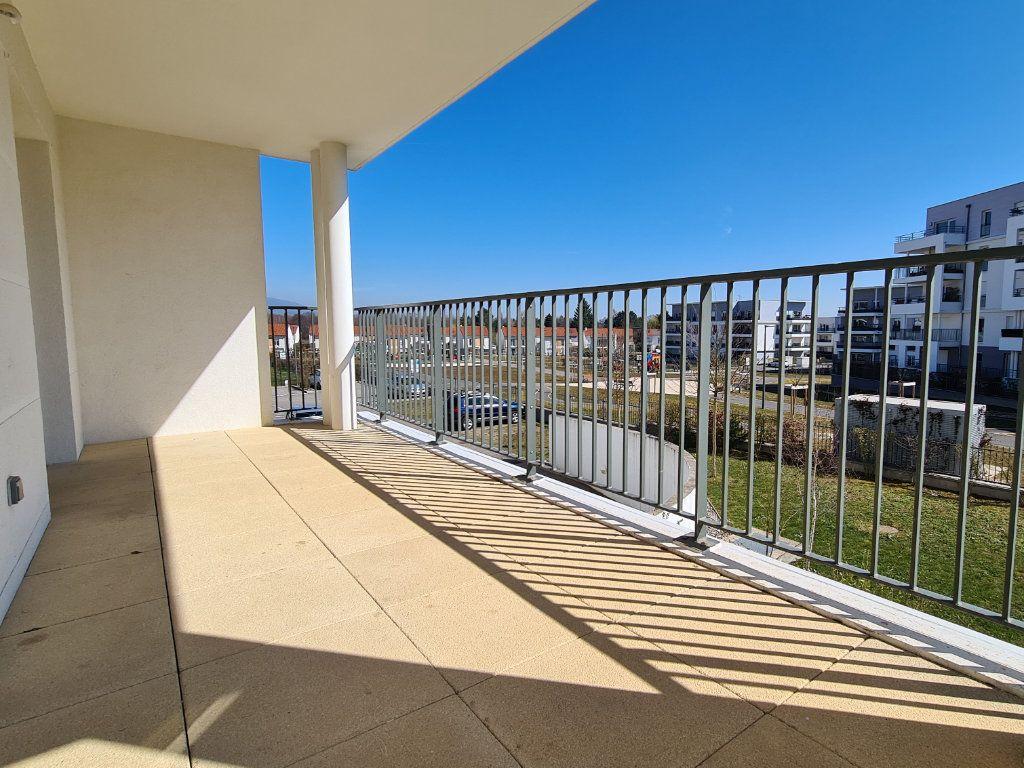 Appartement à vendre 3 66.57m2 à Saint-Genis-Pouilly vignette-3