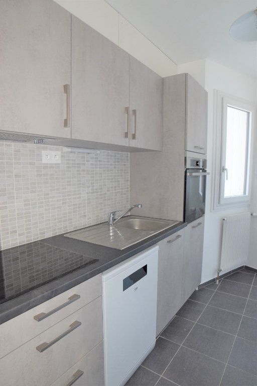 Appartement à louer 3 70.13m2 à Gaillard vignette-1