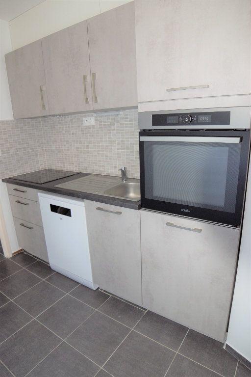 Appartement à louer 3 70.13m2 à Gaillard vignette-2