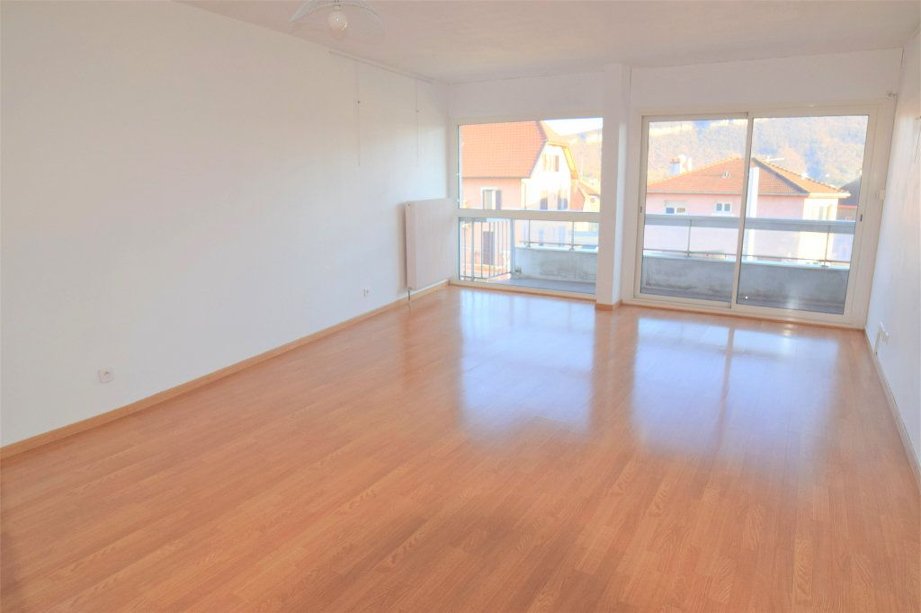 Appartement à louer 3 70.13m2 à Gaillard vignette-3