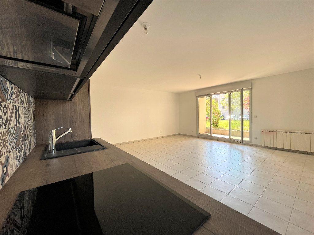 Appartement à vendre 3 66.84m2 à Saint-Julien-en-Genevois vignette-1