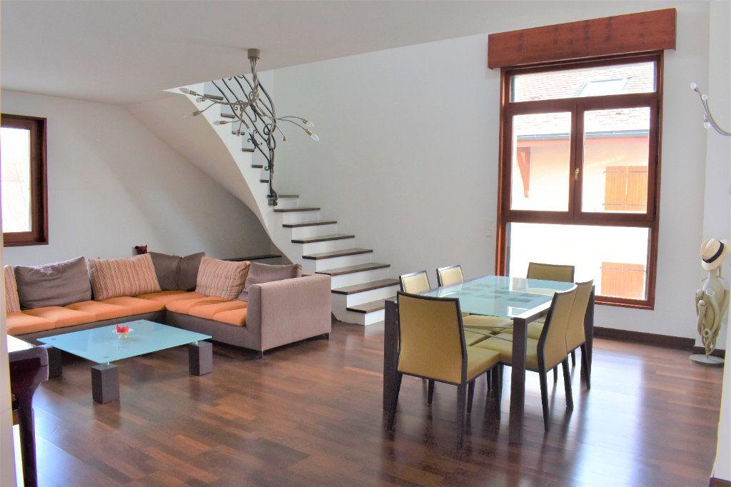 Appartement à louer 4 117.67m2 à Reignier-Ésery vignette-1