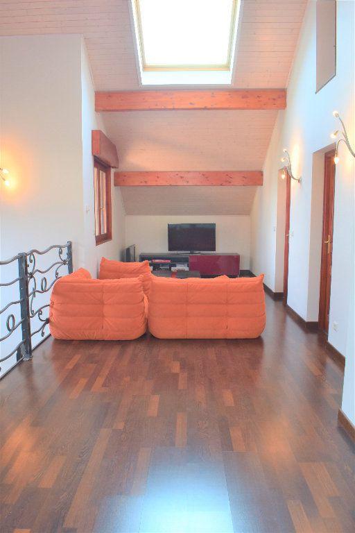 Appartement à louer 4 117.67m2 à Reignier-Ésery vignette-2