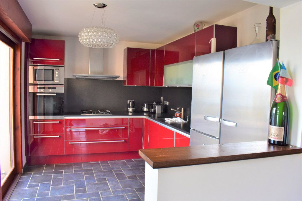 Appartement à louer 4 117.67m2 à Reignier-Ésery vignette-3