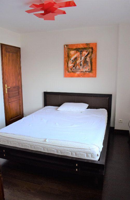 Appartement à louer 4 117.67m2 à Reignier-Ésery vignette-7