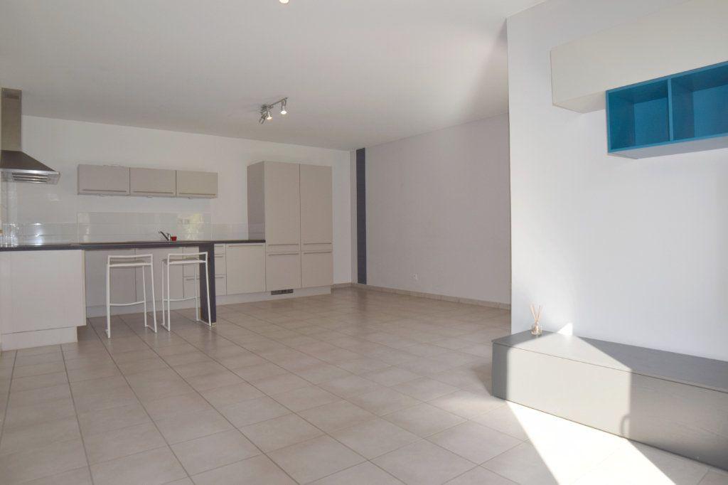 Appartement à vendre 2 61m2 à Prévessin-Moëns vignette-1