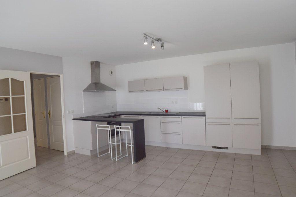 Appartement à vendre 2 61m2 à Prévessin-Moëns vignette-2