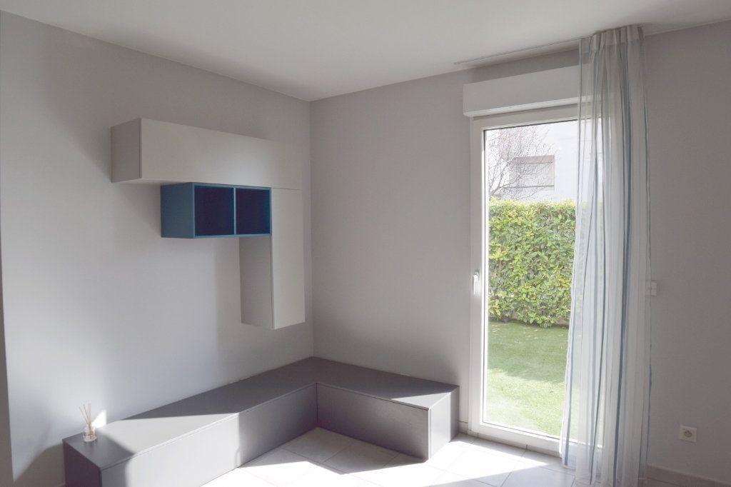 Appartement à vendre 2 61m2 à Prévessin-Moëns vignette-3