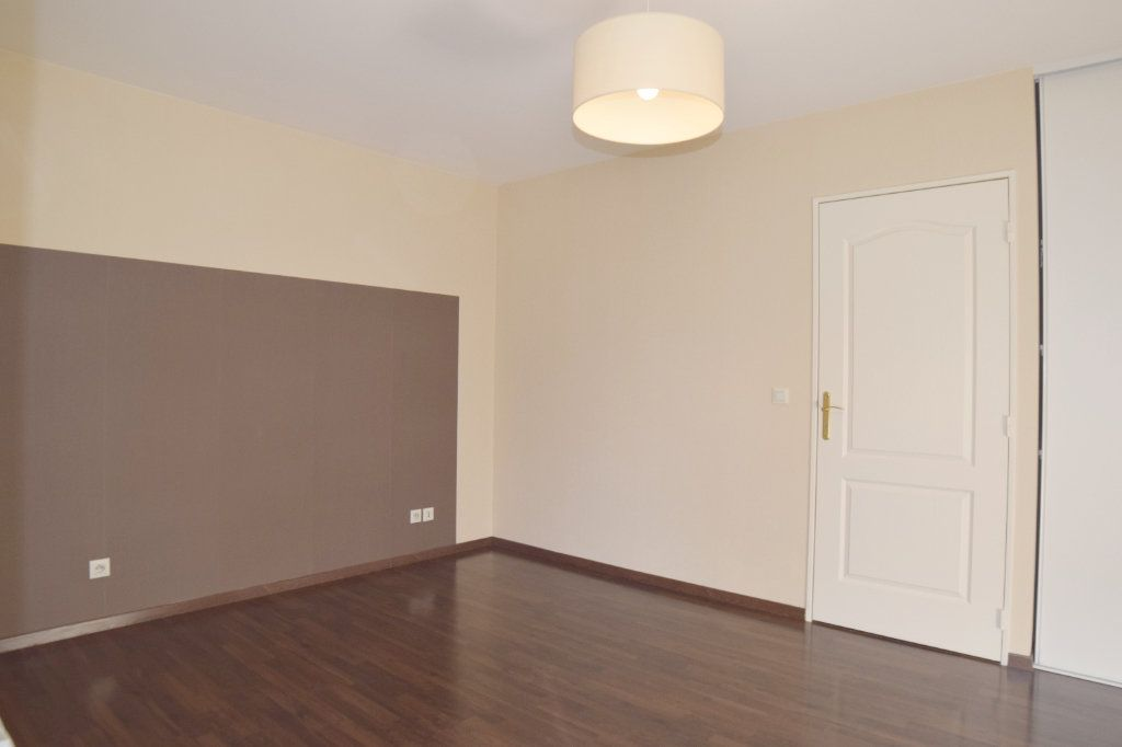 Appartement à vendre 2 61m2 à Prévessin-Moëns vignette-4