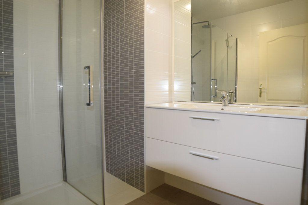 Appartement à vendre 2 61m2 à Prévessin-Moëns vignette-5