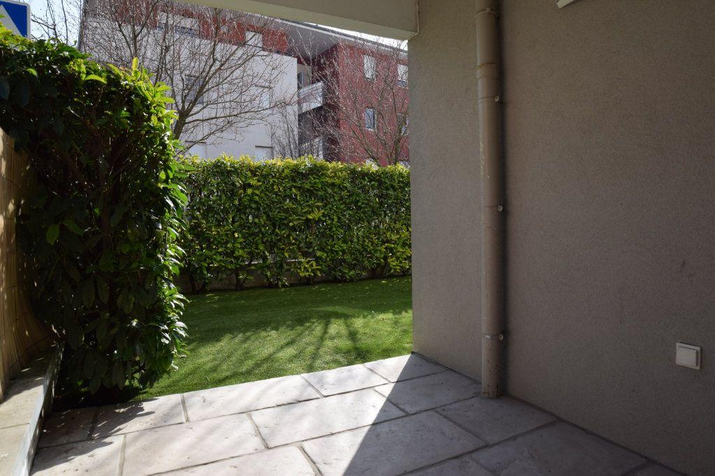 Appartement à vendre 2 61m2 à Prévessin-Moëns vignette-6