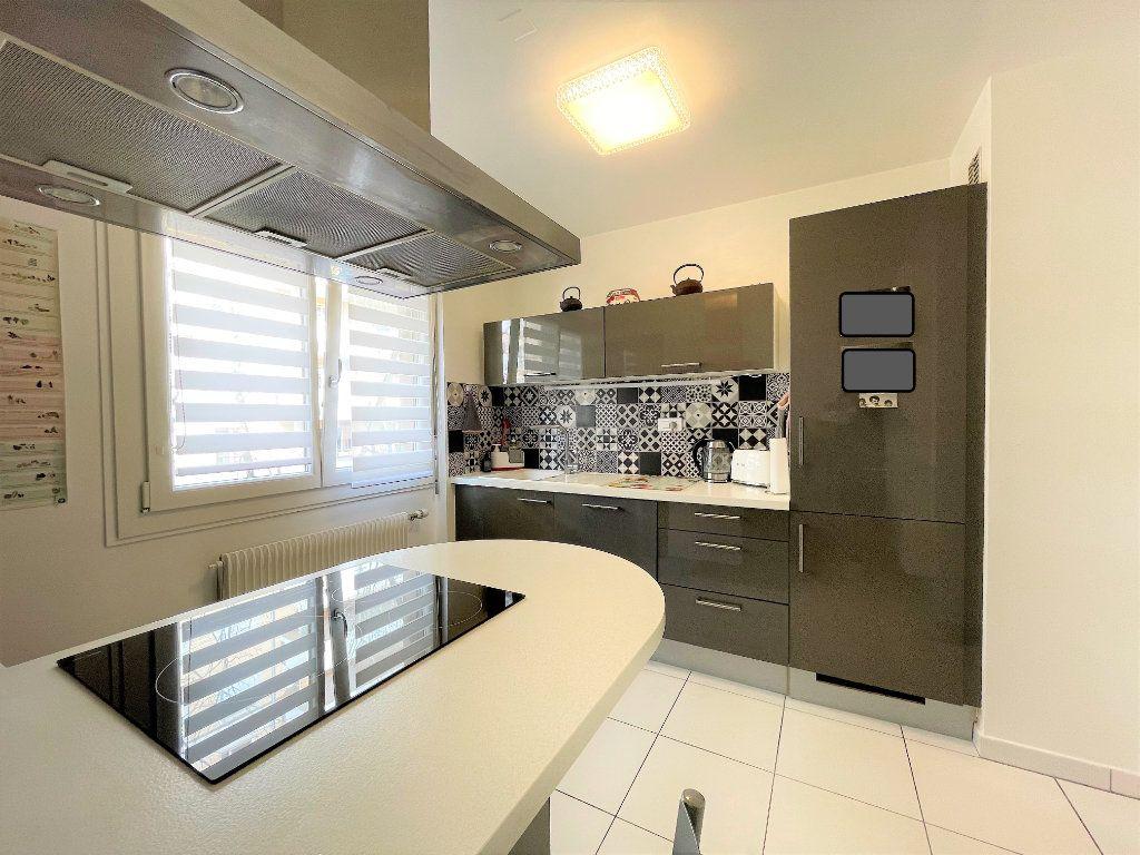 Appartement à vendre 4 79m2 à Saint-Julien-en-Genevois vignette-1