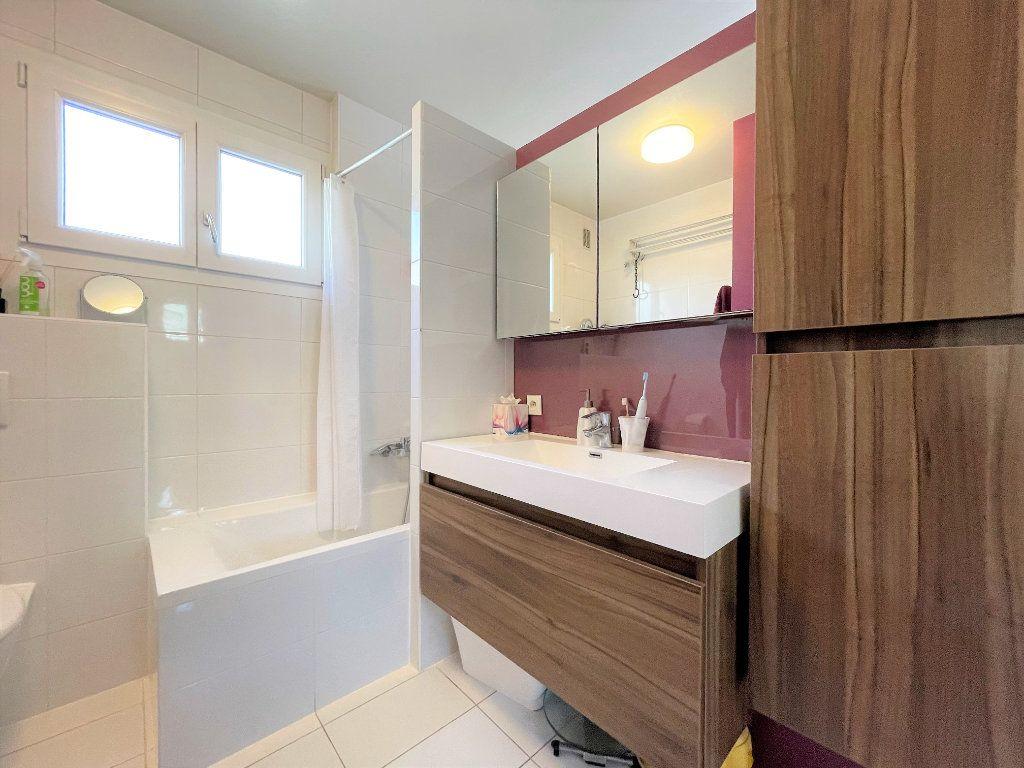 Appartement à vendre 4 79m2 à Saint-Julien-en-Genevois vignette-3