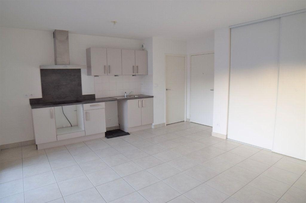 Appartement à louer 2 40.93m2 à Vétraz-Monthoux vignette-1