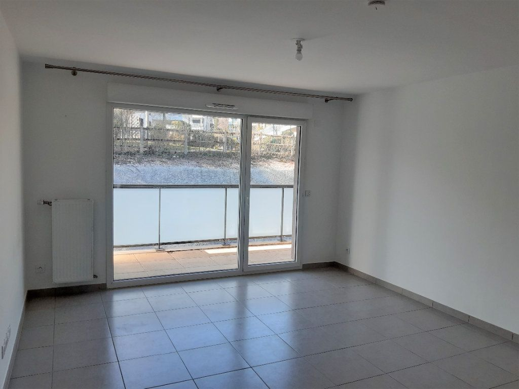 Appartement à louer 2 42.27m2 à Gex vignette-2