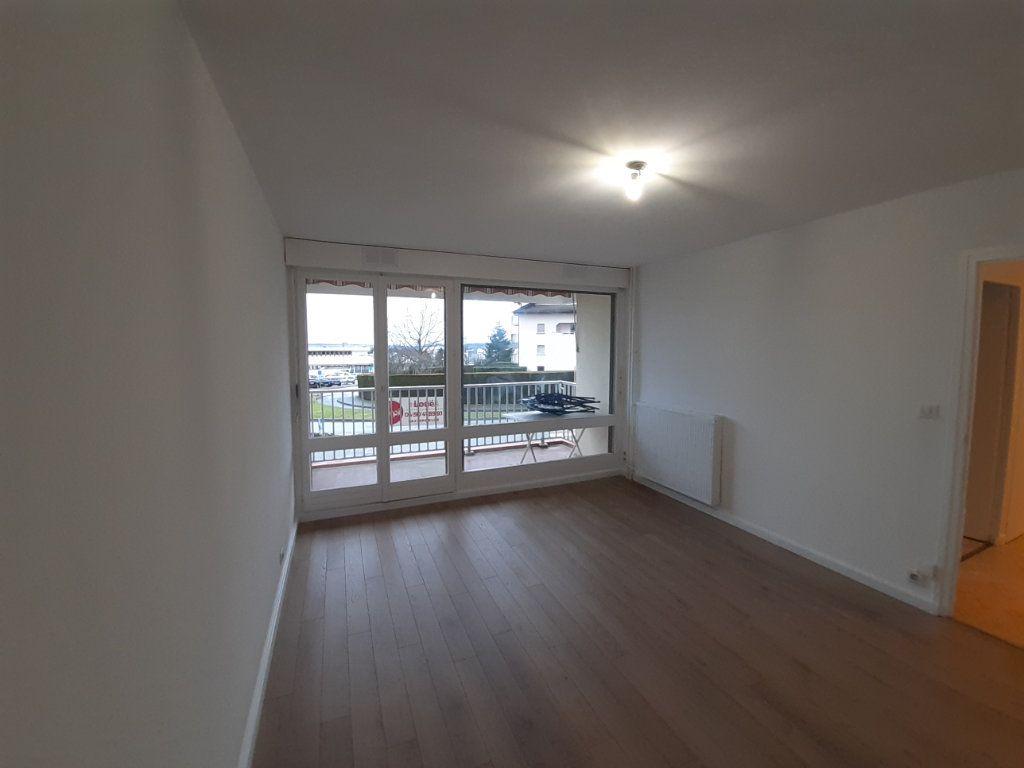 Appartement à louer 2 47.65m2 à Ornex vignette-1