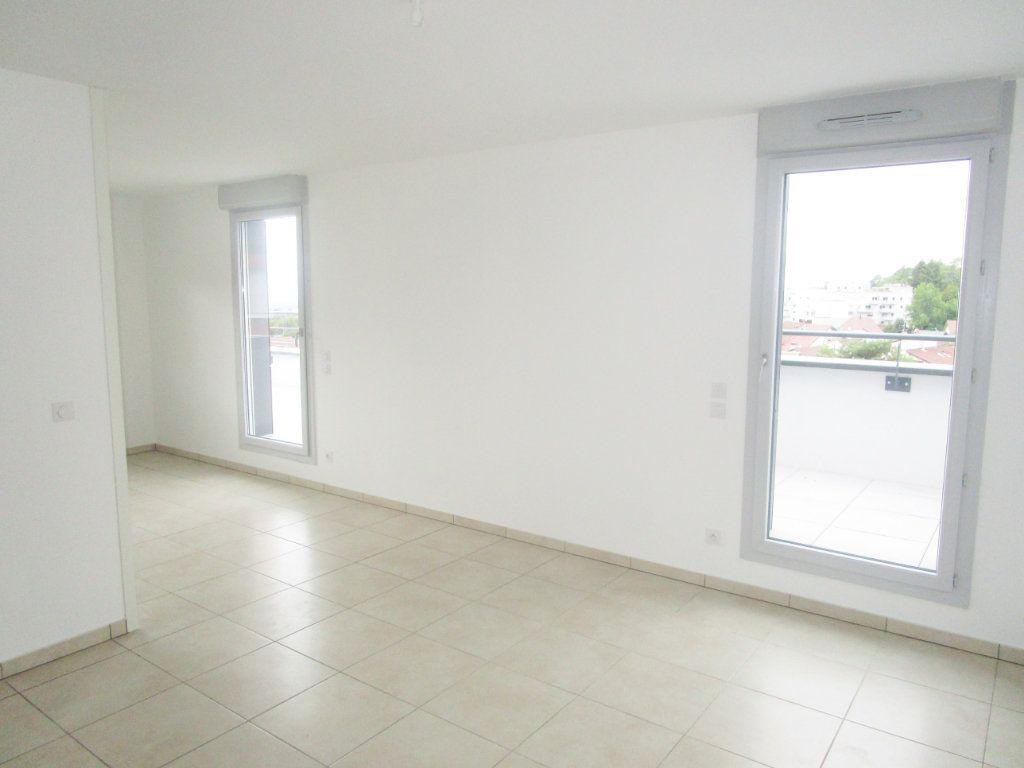 Appartement à louer 4 76.96m2 à Gex vignette-11