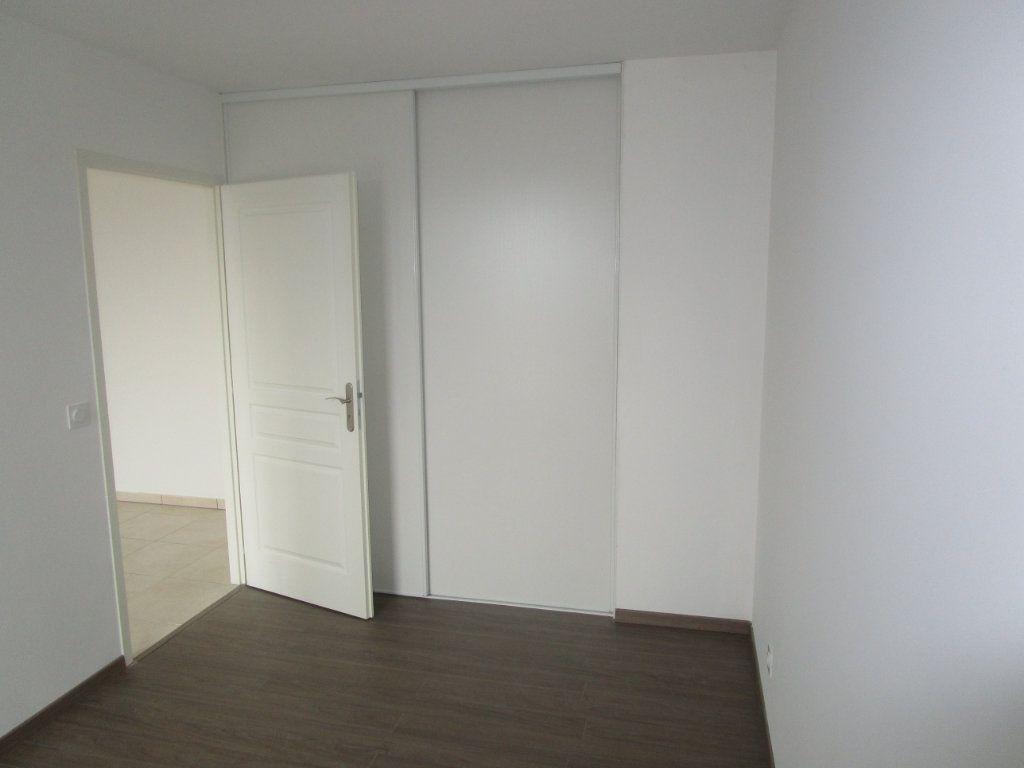 Appartement à louer 4 76.96m2 à Gex vignette-13