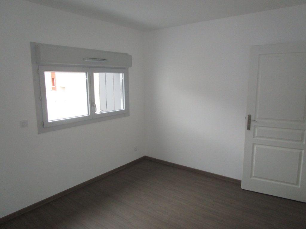 Appartement à louer 4 76.96m2 à Gex vignette-16