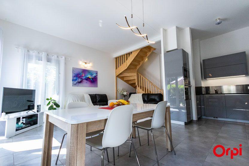 Appartement à vendre 5 106m2 à Saint-Julien-en-Genevois vignette-1