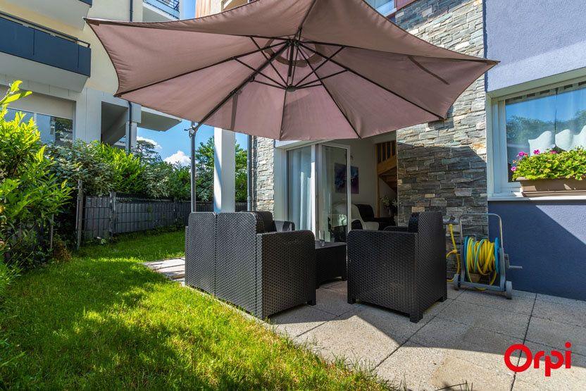 Appartement à vendre 5 106m2 à Saint-Julien-en-Genevois vignette-2