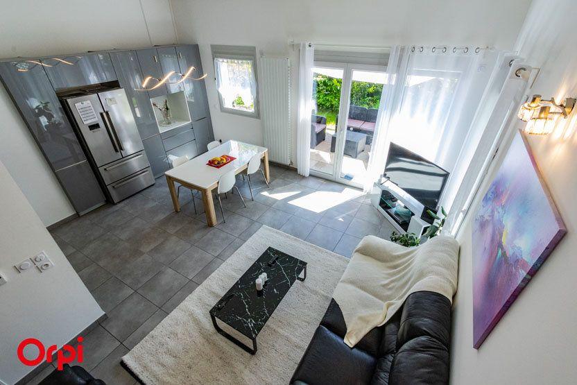 Appartement à vendre 5 106m2 à Saint-Julien-en-Genevois vignette-4