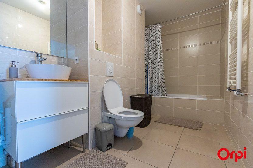 Appartement à vendre 5 106m2 à Saint-Julien-en-Genevois vignette-6