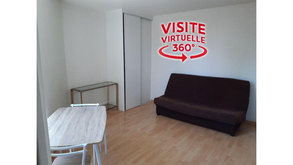 Appartement à louer 1 18.95m2 à Gex vignette-1