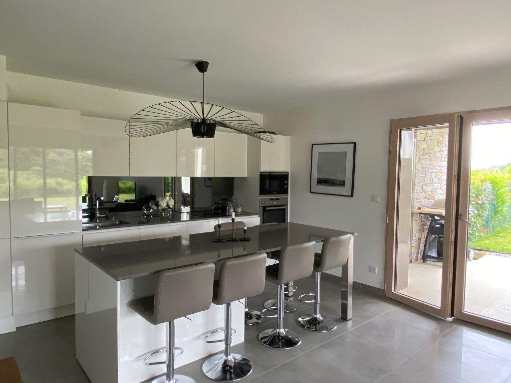 Appartement à louer 3 81.6m2 à Divonne-les-Bains vignette-2