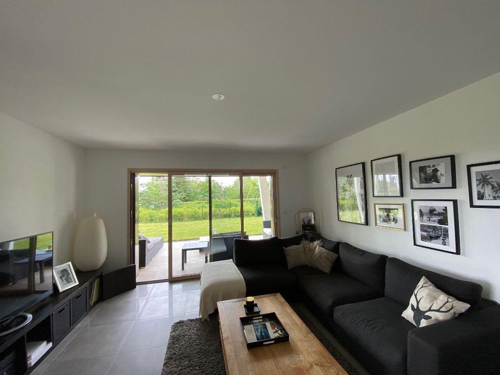 Appartement à louer 3 81.6m2 à Divonne-les-Bains vignette-3