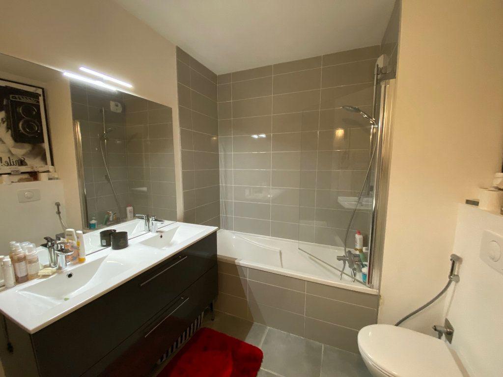 Appartement à louer 3 81.6m2 à Divonne-les-Bains vignette-5