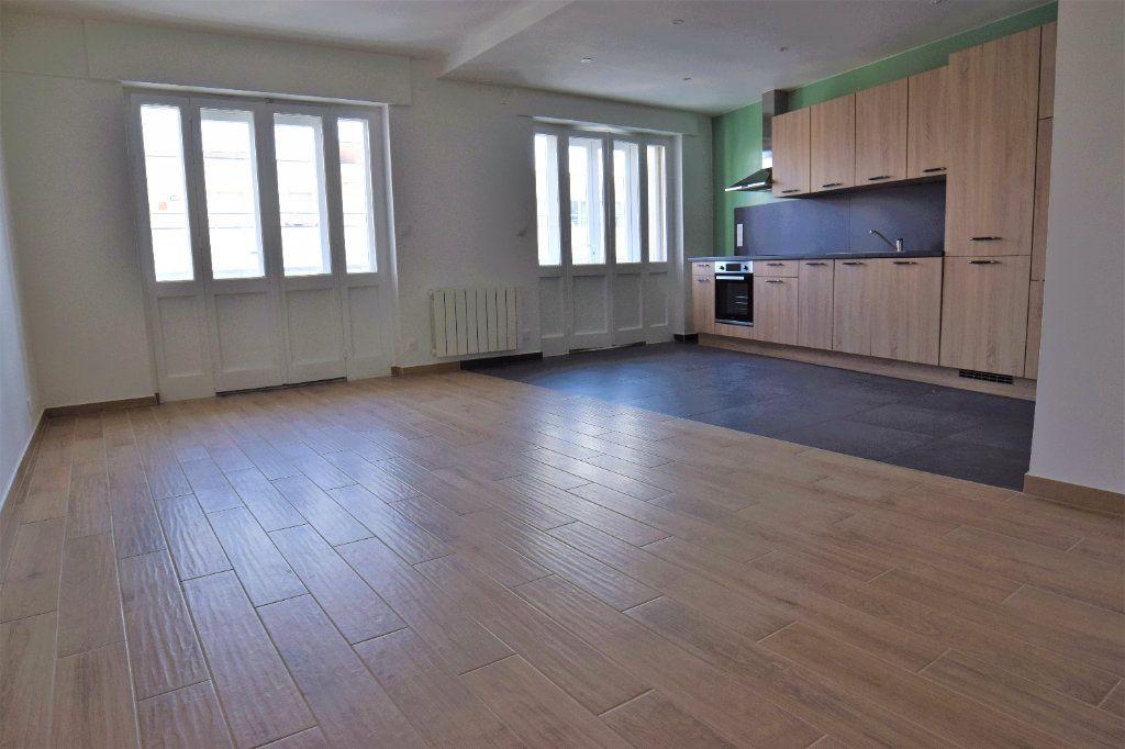 Appartement à louer 3 65.39m2 à Annemasse vignette-1
