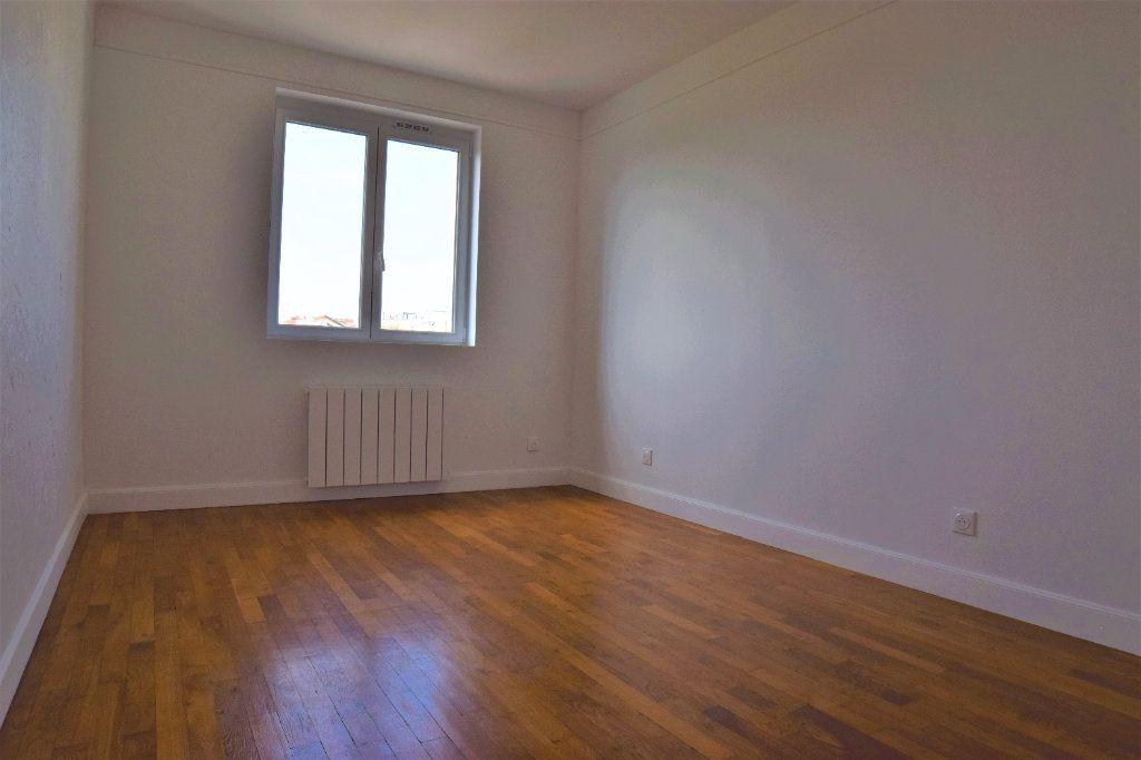 Appartement à louer 3 65.39m2 à Annemasse vignette-3