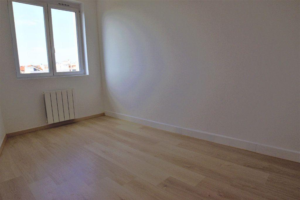 Appartement à louer 3 65.39m2 à Annemasse vignette-4