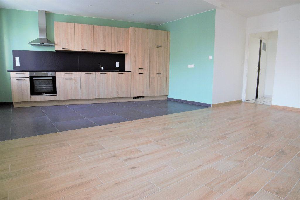 Appartement à louer 3 65.39m2 à Annemasse vignette-5