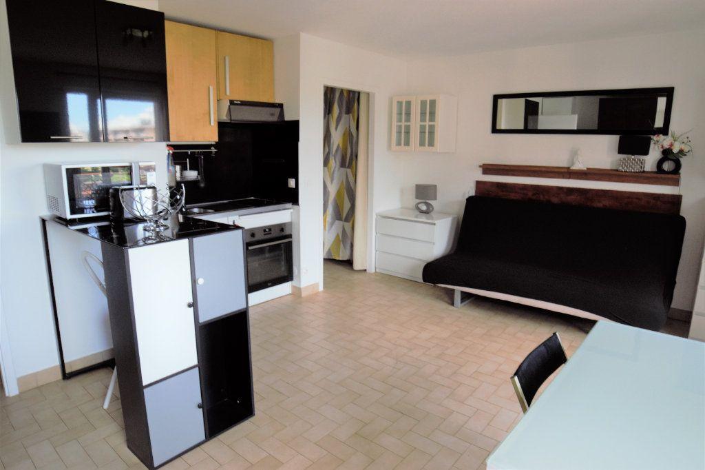 Appartement à louer 1 32m2 à Gaillard vignette-2