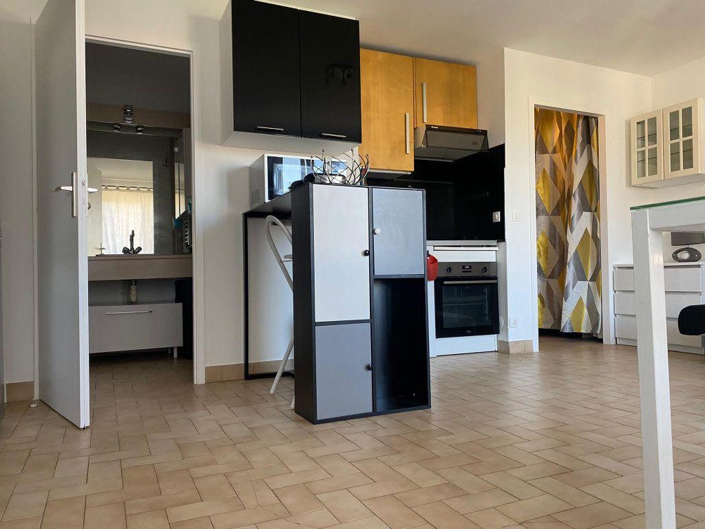 Appartement à louer 1 32m2 à Gaillard vignette-3