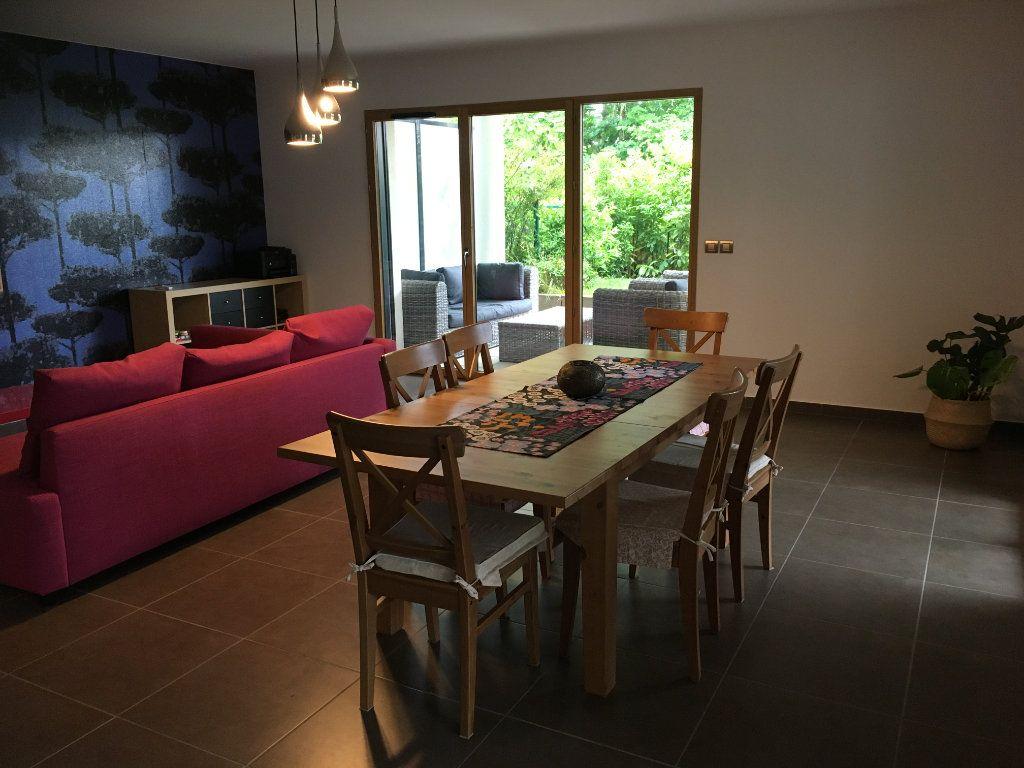 Appartement à louer 4 127.12m2 à Divonne-les-Bains vignette-1