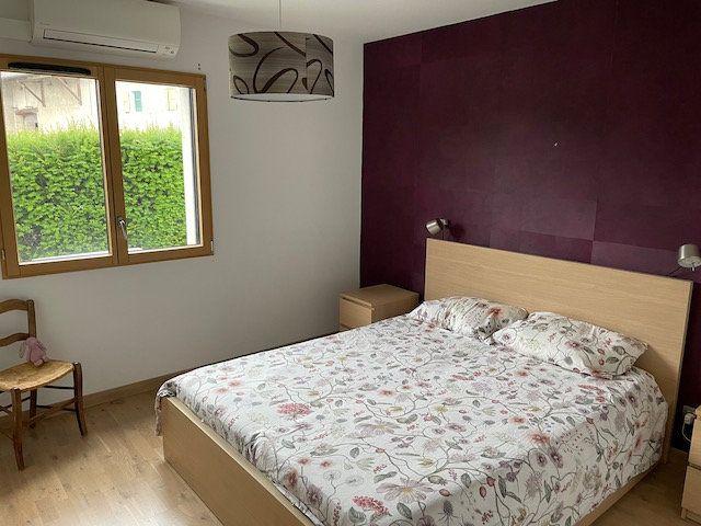 Appartement à louer 4 127.12m2 à Divonne-les-Bains vignette-2